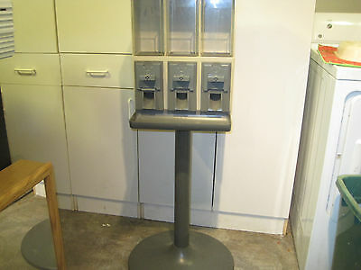 Used Vendstar 3000 Candy Machine 105504-1  With Keys