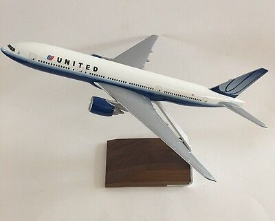 Pacmin United Airlines 1/200 Model Airplane 777-200 Desk Top NEW Stand Box