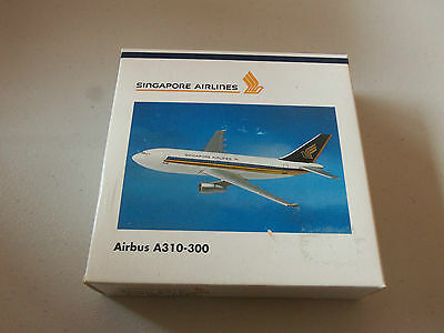 Herpa Wings    500937 Singapore Airlines A310 - 300  Model 1