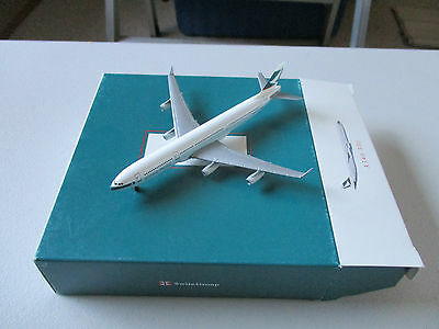 Herpa Wings  Cathay Pacific A340 - 300 Version One   Reg#  VR-HXB