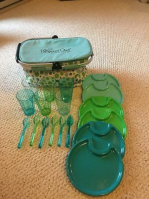 Pampered Chef Insulated Picnic Basket with 6pc. Serving Set. New