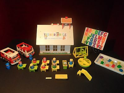 Vintage Fisher Price Little People Play Family SCHOOL HOUSE #923 Complete & MORE