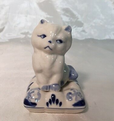 Adorable Delft Blue & White Sassy Persian Kitty Cat on a Pillow Bed Figurine NEW