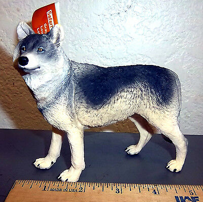 Safari Ltd #112689 Gray Wolf Figurine, 5 inches long, beautiful collectible