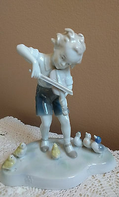 Metzler & Ortloff Porcelain Figurine Boy with a Violin