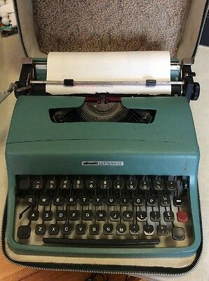 Vintage Portable OLIVETTI LETTERA 32 Typewrite -Teal Blue 1960s in original case