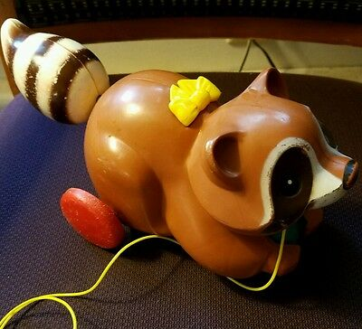 Vintage 1979 Fisher Price # 172 ROLY RACCOON Clicking Rolling Baby Pull Toy