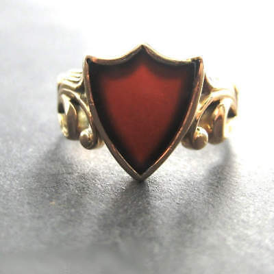 Floraler Ring in Gold mit Karneolschild
