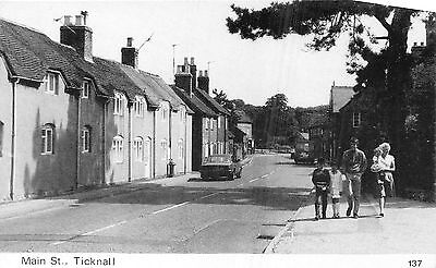 POSTCARD   DERBYSHIRE    TICKNALL      Main   St