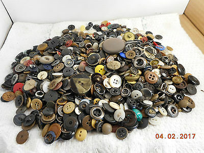 Large Mixed Lot Of Vintage Buttons  2 Lbs 2 Oz