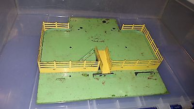 Flyer 771 Base Railings &Ramp Only CATTLE STOCK YARD Not tested MISSING PARTS a
