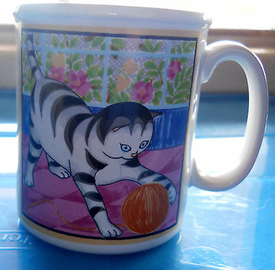 Black white tiger cat w yarn Coffee Mug Cup