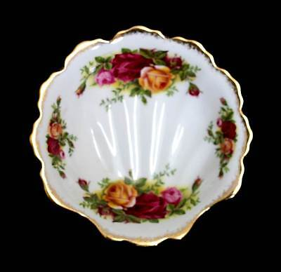 Vintage Royal Albert Old Country Roses shell shaped butter dish or trinket bowl.