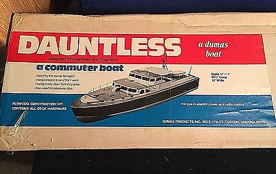 """Vintage New SEALED Box Dumas DAUNTLESS COMMUTER RC Electric Gas 49.5"""" Boat 1211"""