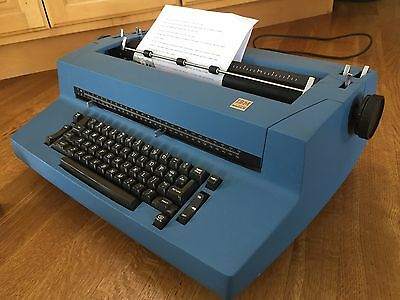 IBM CORRECTING SELECTRIC II  ELECTRIC TYPEWRITER  w/ many Accessories