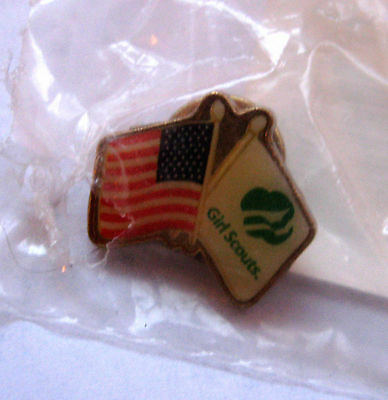 Girl Scout 2002-2003 AMERICAN FLAG PIN Crossed Flags Thinking Day Swap Gift NEW