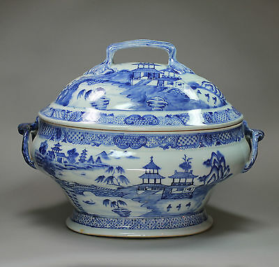 Antique Chinese porcelain blue and white tureen and cover, Qianlong (1736-95)