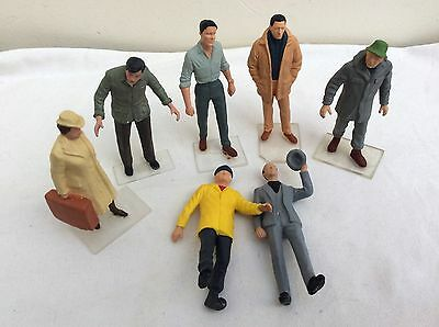PREISER G Gauge  Figures  -  Group of Passengers and Passers-by