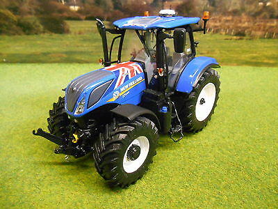 Universal Hobbies New Holland Union Jack T7.225 Tractor 1/32 4901 Brand New