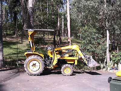 Eastwind loader/tractor for sale 4 in 1 bucket 4x4 and 25 HP