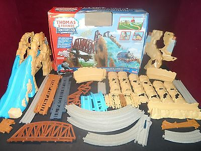 Thomas Train Motorized Mountain Action Canyon Set Trackmaster not complete box