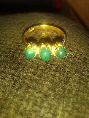 18 ct gold ring green stone size Q - R