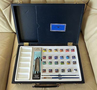 Windsor & Newton Water colour 24 paints in pans, wooden box, brushes unused gift
