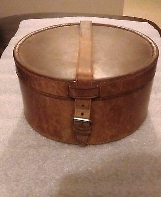 Vintage Early 20Th Century Leather Collar Box & 4 Van Heusen 15.5 Shirt Collars