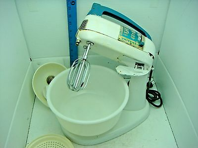 Vintage Universal 10 Speed Mixer And Juicer With Glass Bowl