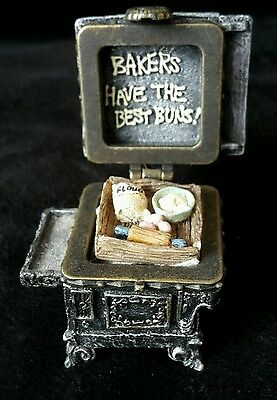 Boyds Uncle Beans Treasure Box Aunt Becky's Cast IronStove with Biscuit McNibble