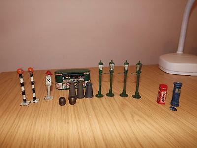 P258: Collection of Wardie / Master Models Items, Phone Box, Lanterns, Bookstall