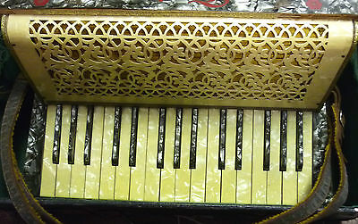 Vintage German Saxony Torino Accordion/Squeezebox Thames hospice 104 R 4