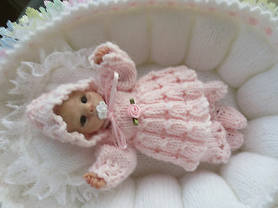 """Hand Knitted 6/7"""" Ooak Sculpt Or Similar Baby Doll Set."""