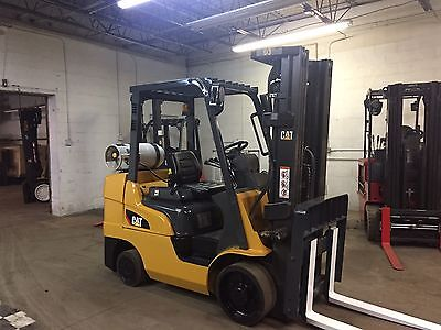 2010 Caterpillar  6500 Pound Forklift With Side Shaft And Triple Mast