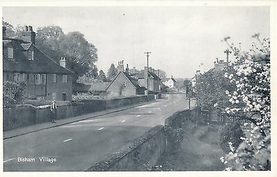 POSTCARD  BERKSHIRE   BISHAM  Village