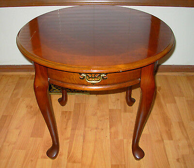 VINTAGE - Cherry Wood Queen Anne Round Side / End Lamp Table Furniture