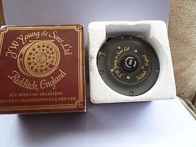 Vintage J.W.Young 1510 Fishing Reel with box unused.