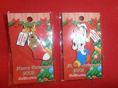 2 Disney Christmas Pins Goofy & Pluto in Stockings  New  on Cards. 2005. lot A