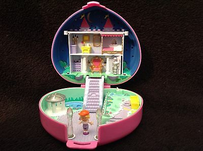 Polly Pocket mini (Boite coeur rose + 1 personnage )