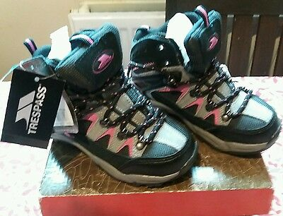 Trespass hiking boots kids size 12 new in box