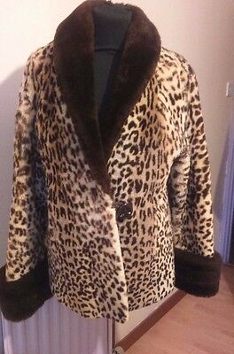 Vintage real Mouton / beaver lamb fur jacket in a leopard pattern Size 16 -18