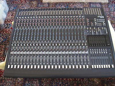 Mackie 24-8-24 Channel 8 Bus Analogue Mixer