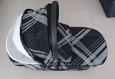 Mamas and Papas Auto Cruise Carrycot and Carseat
