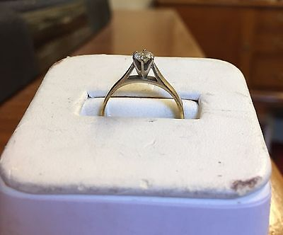 9ct Gold / Diamond Ring - Size M - Solitaire