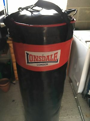 Lonsdale 4` Punch Bag ( Filled), Wall Bracket and Mits