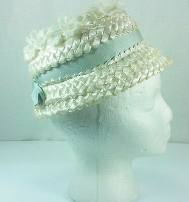 VINTAGE 1950s CHILD'S WHITE FLOWERS FAUX STRAW BUCKET HAT WITH BLUE RIBBON