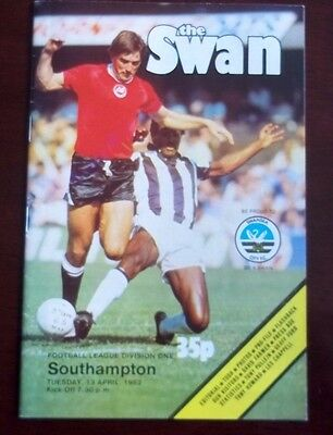 SWANSEA CITY v SOUTHAMPTON DIVISION ONE PROGRAMME 13th APRIL 1982 GOOD CONDIT'ON