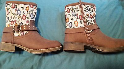 Girls leather brown boots size uk 3