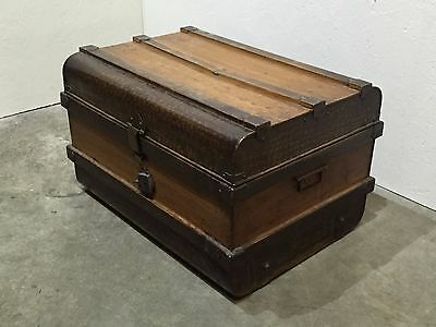 Vintage Metal Storage Chest / Shipping Trunk (121s)