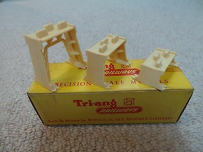 Triang  TT  T105 set of 3 incline piers. Boxed and with instruction leaflet..